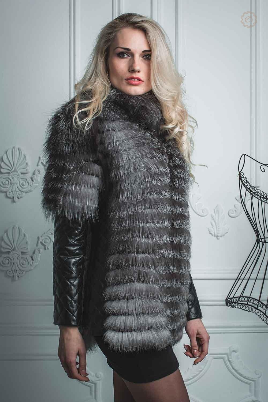 Полушубок из скандинавской лисы с кожаными рукавами Цена от: 16000 грн